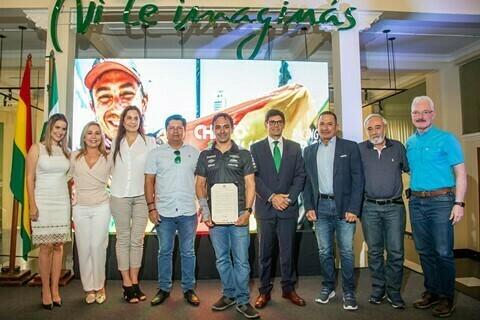 Lee más sobre el artículo El Senado de Bolivia distingue a Chavo Salvatierra por su trayectoria deportiva