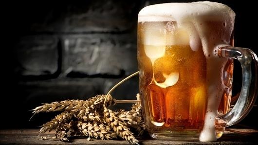 Lee más sobre el artículo 5 buenas razones para tomar cerveza en una cita