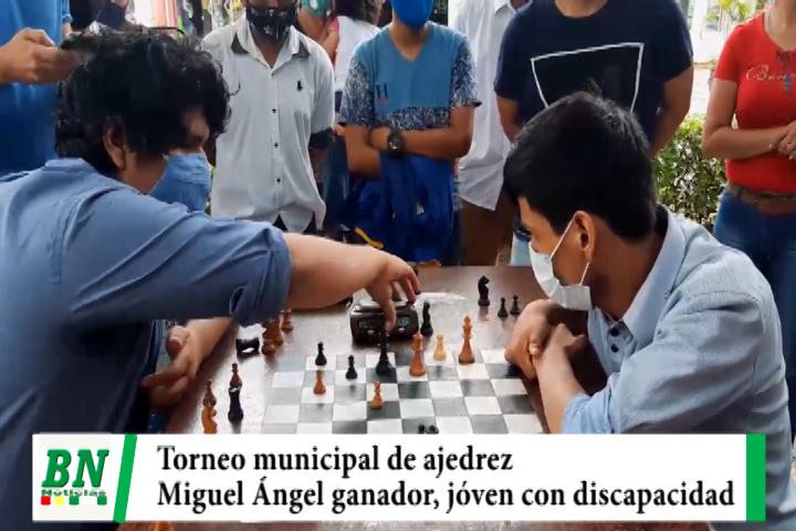 Lee más sobre el artículo Miguel Ángel es el ganador del torneo municipal de ajedrez, pese a su discapacidad a logrado salir adelante