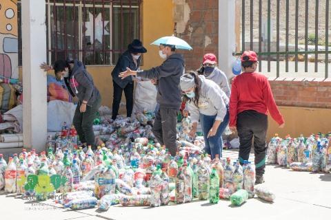 Lee más sobre el artículo Empresas y voluntarios suman esfuerzos paraconstruir la primera aula ecológica de Bolivia