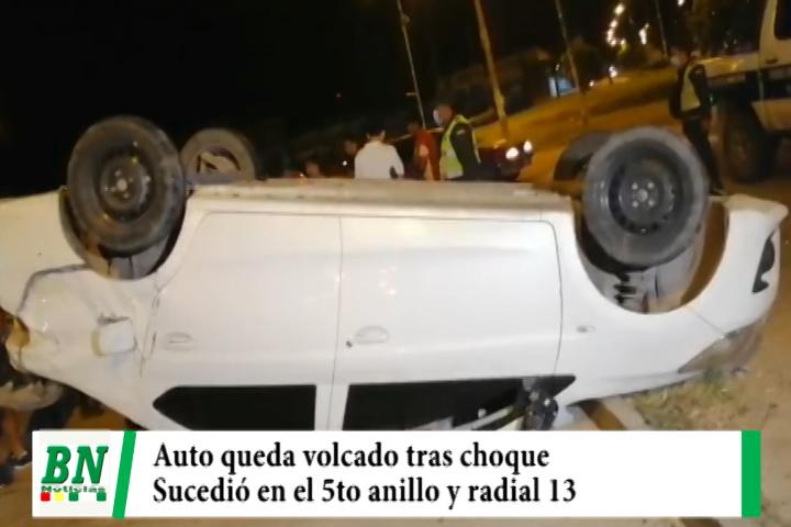 Lee más sobre el artículo Dos vehículos chocan y uno queda volcado en el 5to, anillo y radial 13