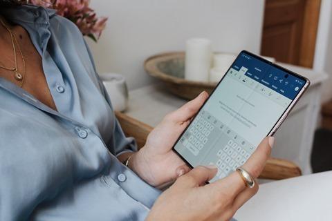 Lee más sobre el artículo Tres tips para efectivizar las actividades en línea aprovechando la flexibilidad del Galaxy Z Fold 2