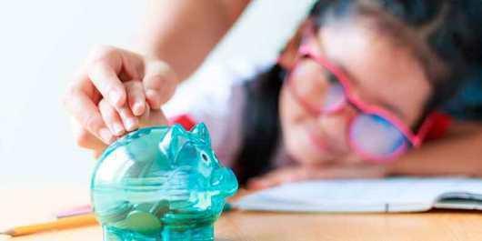 Lee más sobre el artículo Seis tips para enseñar finanzas personales a los niños en casa