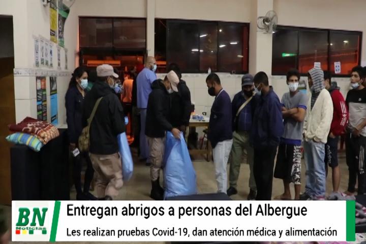Lee más sobre el artículo Fernandez entrega abrigos a refugiados en el albergue municipal y realizan pruebas a recién llegados