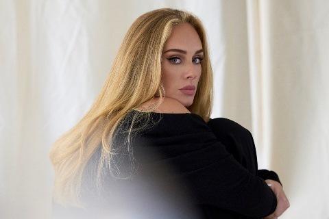 """Lee más sobre el artículo Adele regresa con el lanzamiento de nuevo single y video """"Easy On Me"""""""