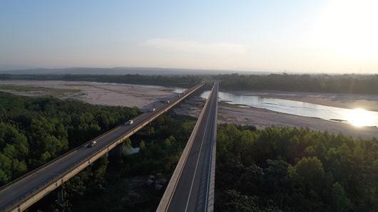 Lee más sobre el artículo Oriente y occidente de Bolivia se integran sin interrupciones con la doble vía Yapacaní-Ichilo financiada por CAF