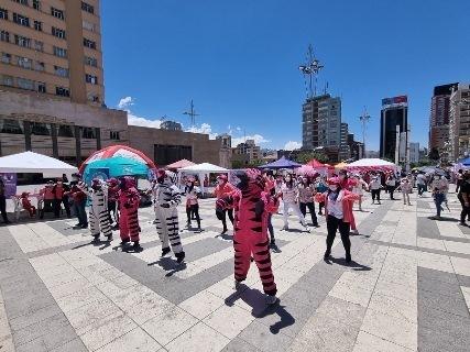 Lee más sobre el artículo Realizan con éxito el primer Zumbathon Rosa contra el cáncer de mama